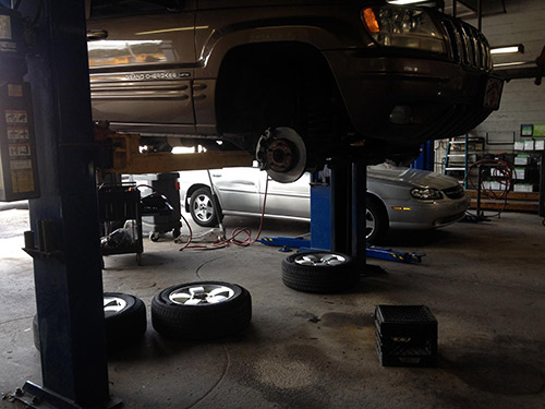 Garage Shop A Good Auto Mechanic In Jacksonville FL Can Keep Your Vehicle Running Smoothly For As Long You Own It Theyre Partner Routine